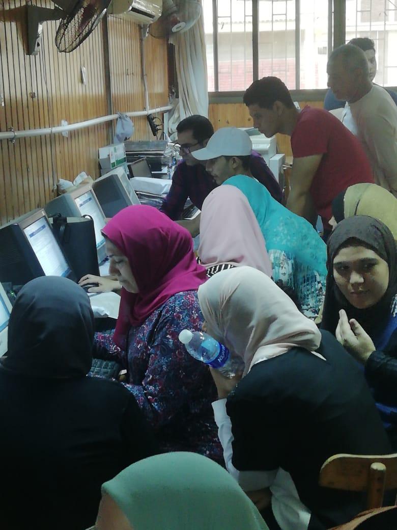 إقبال كثيف بمكتب التنسيق بجامعة المنصورة خلال اول ايام المرحلة الثانية (2)