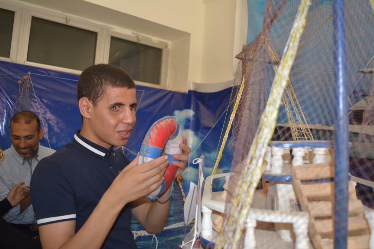 طلاب مدرسة النور للمكفوفين في زيارة لمتحف علم الحيوان بجامعة الازهر بأسيوط (9)