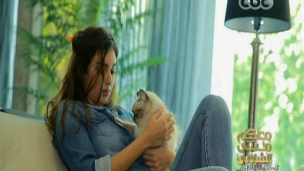 ياسمين صبرى مع قطتها
