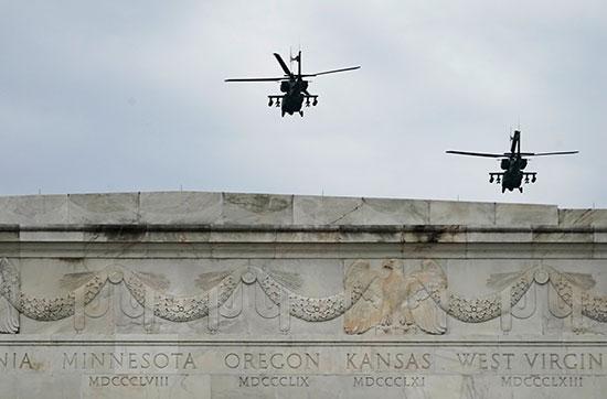 الطائرات العسكرية الأمريكية تستعرض قوتها