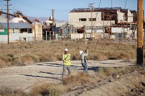 سقوط أمدة الكهرباء
