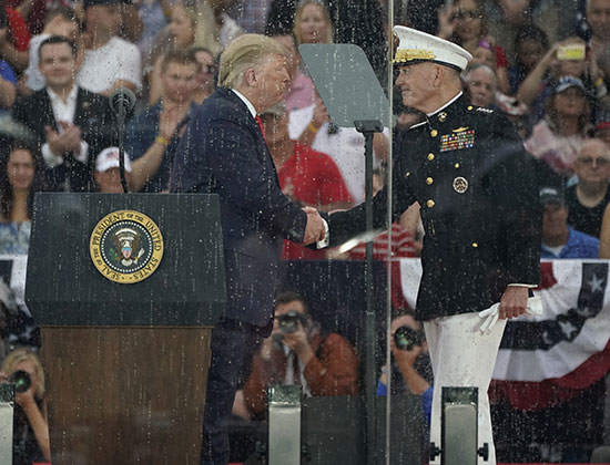 ترامب يحى قائد أركان القوات الأمريكية المشتركة