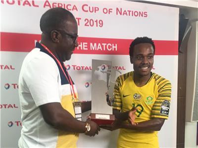 بيرسي تاو مهاجم منتخب جنوب إفريقيا بلقب أفضل لاعب في مباراة جنوب إفريقيا وناميبيا