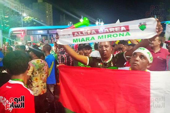 فرحة-جماهير-مدغشقر-بفوز-فريقهم--(31)