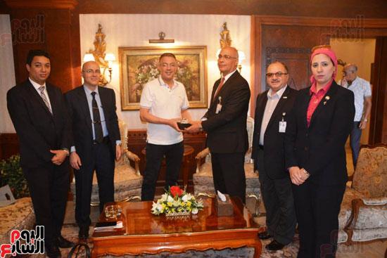 منتخب المغرب يغادر القاهرة (6)