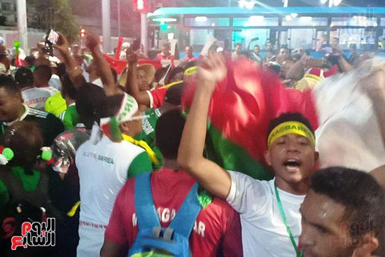 فرحة-جماهير-مدغشقر-بفوز-فريقهم--(2)