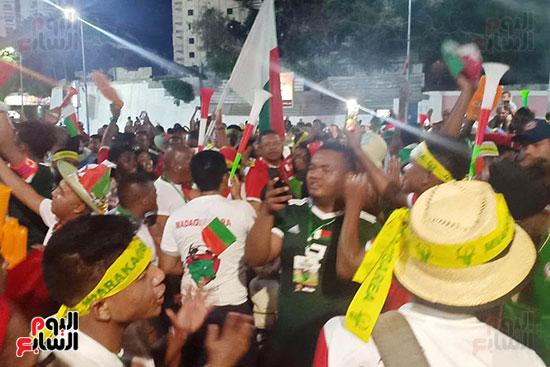 فرحة-جماهير-مدغشقر-بفوز-فريقهم--(21)