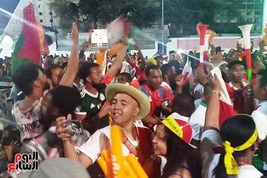 فرحة-جماهير-مدغشقر-بفوز-فريقهم--(12)