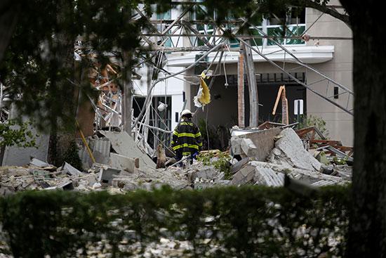 دمار وخراب بسبب الانفجار