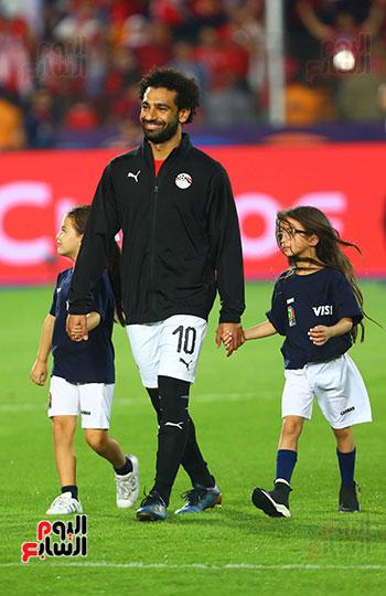 محمد صلاح مع الاطفال (2)