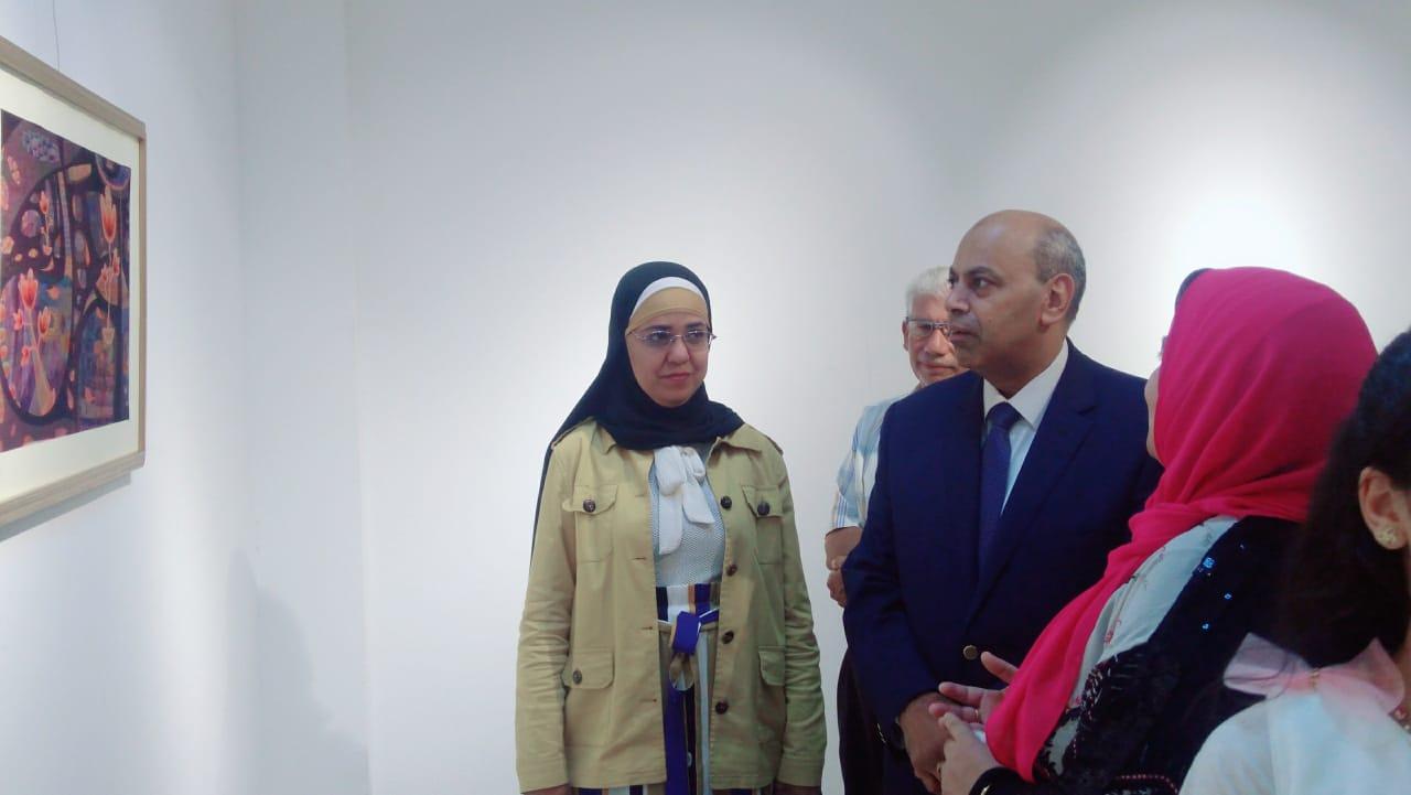 رئيس جامعة المنيا يفتتح معرض رؤية طباعية بلقطات متعددة (1)