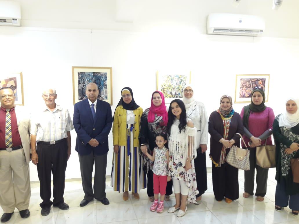 رئيس جامعة المنيا يفتتح معرض رؤية طباعية بلقطات متعددة (11)