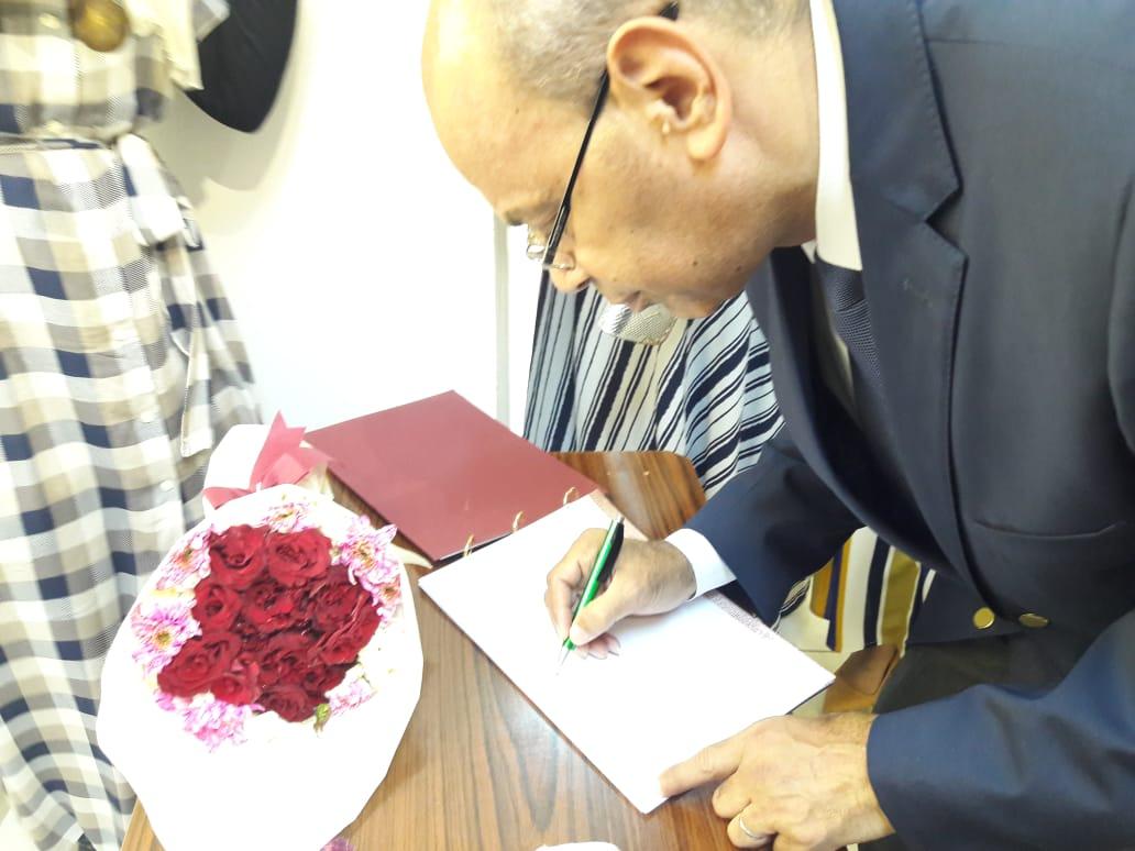 رئيس جامعة المنيا يفتتح معرض رؤية طباعية بلقطات متعددة (9)