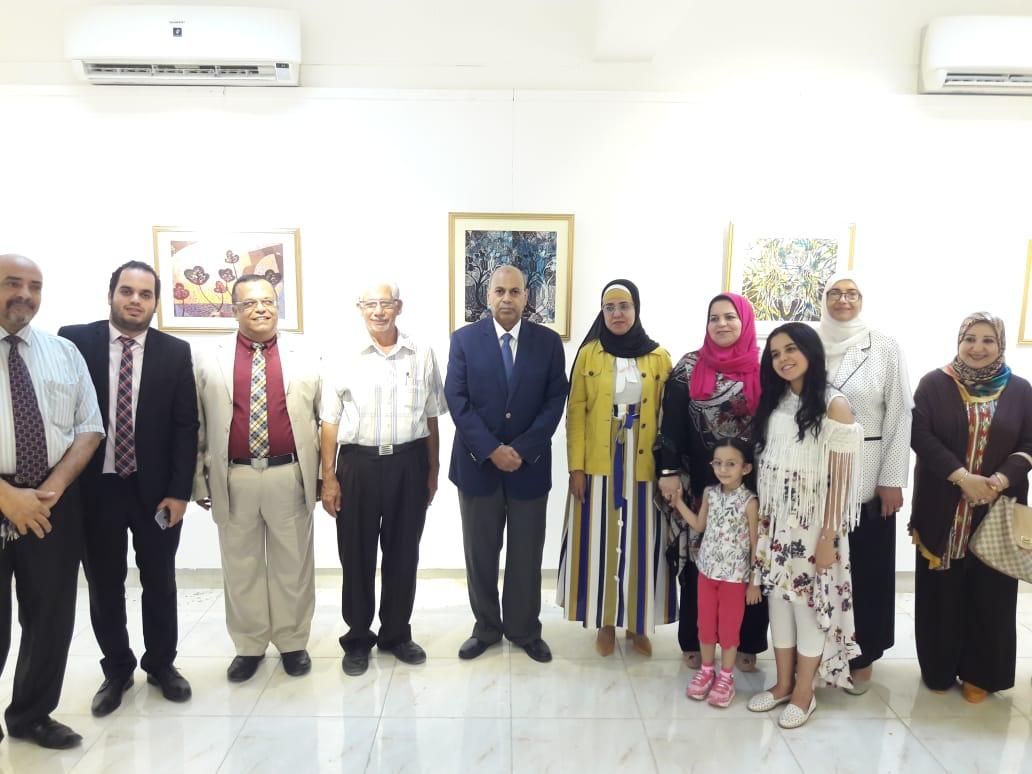رئيس جامعة المنيا يفتتح معرض رؤية طباعية بلقطات متعددة (5)