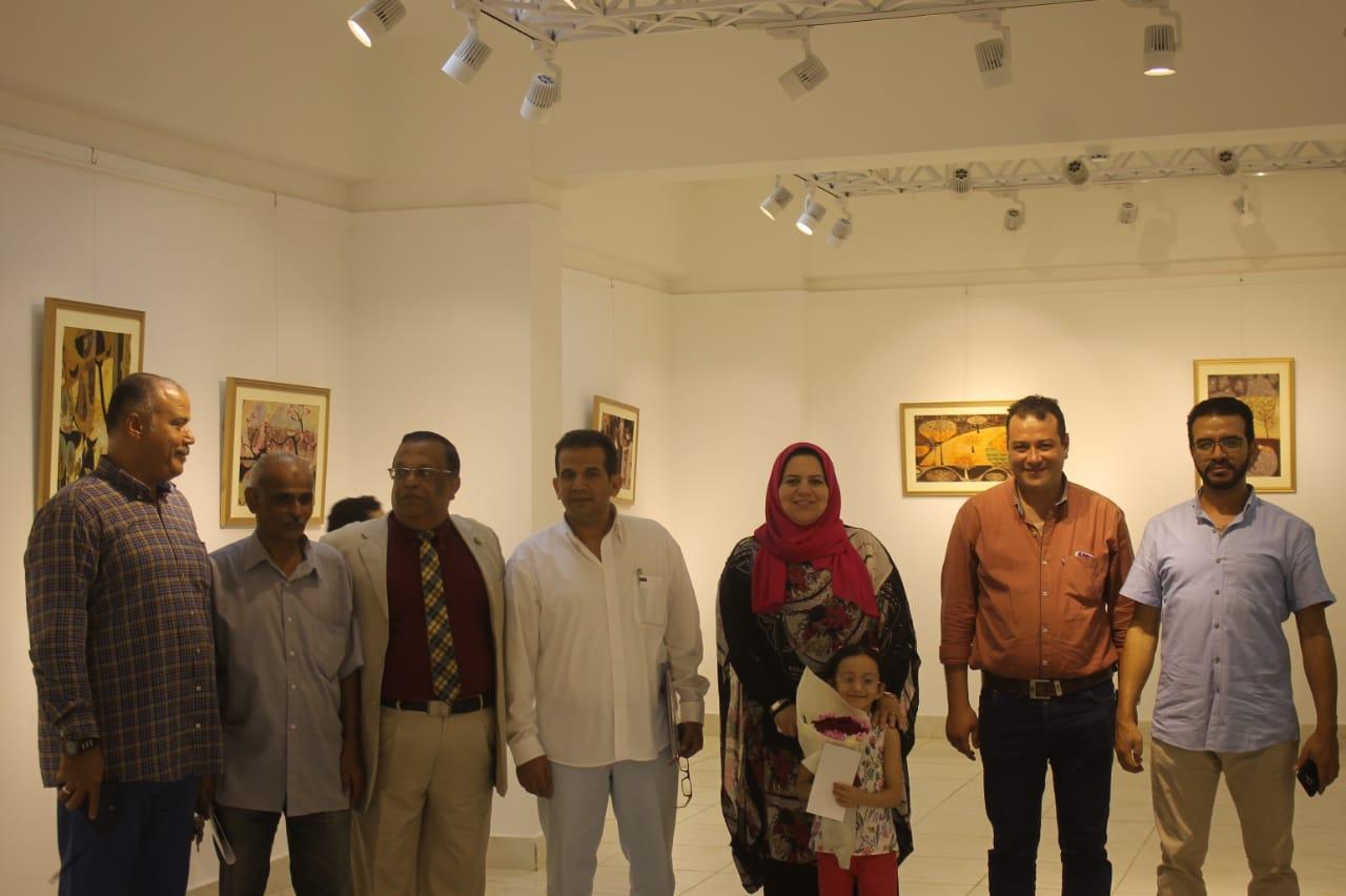 رئيس جامعة المنيا يفتتح معرض رؤية طباعية بلقطات متعددة (12)