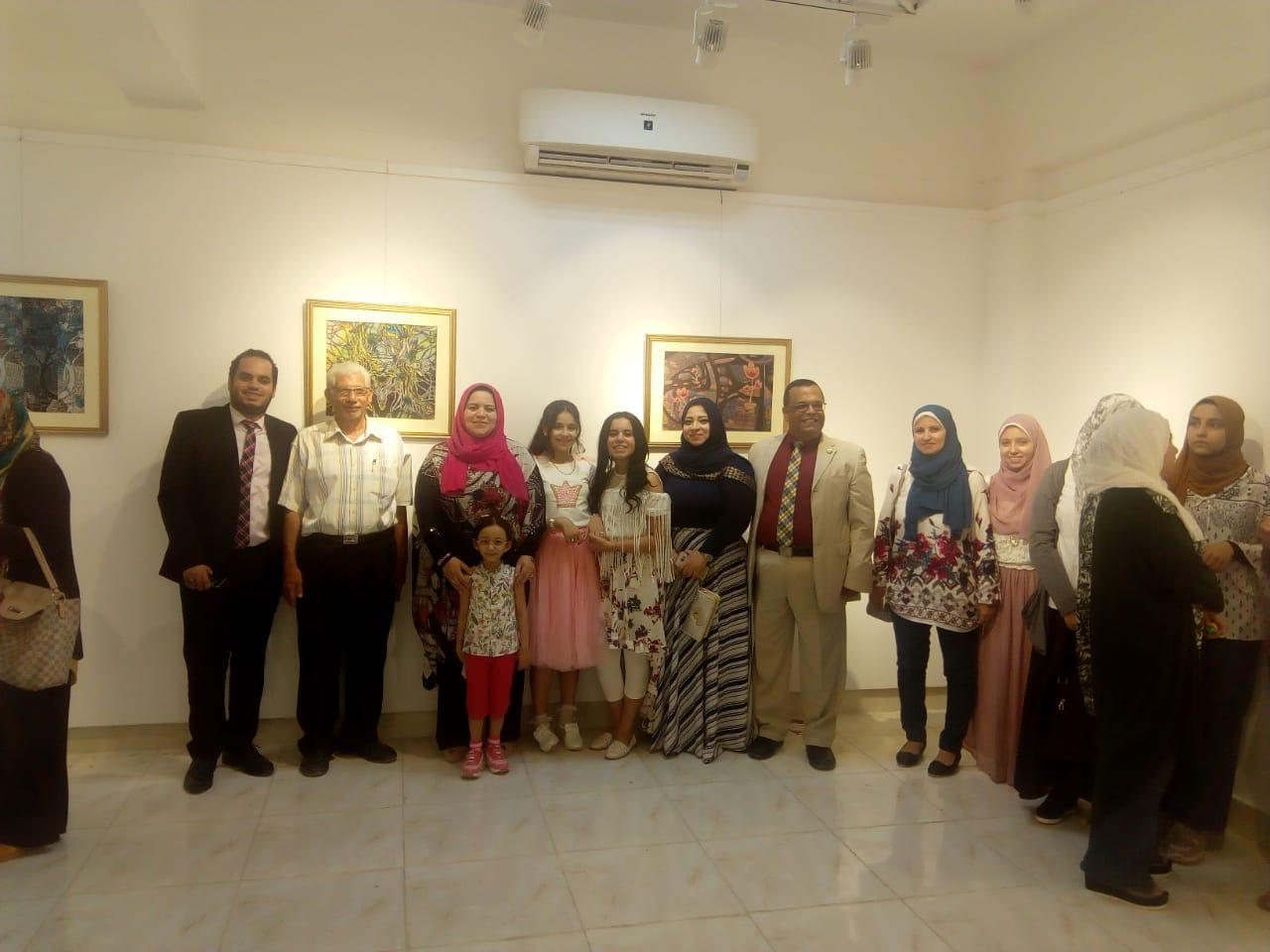 رئيس جامعة المنيا يفتتح معرض رؤية طباعية بلقطات متعددة (8)