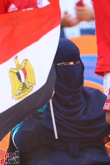منتقبة فى مدرجات مصر