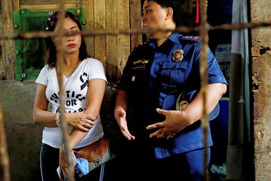 الشرطة-الفلبينية-فى-جنازة-الطفلة
