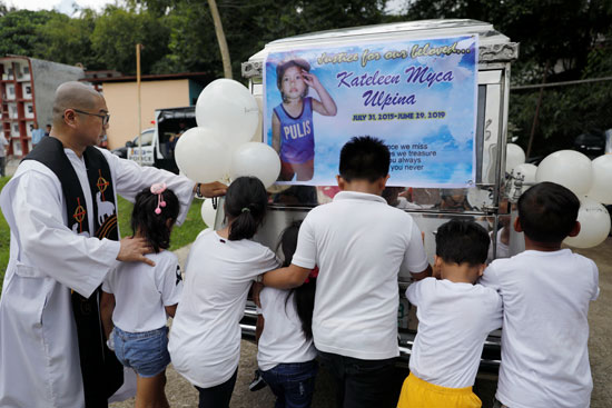 جنازة-الطفلة-الفلبينية