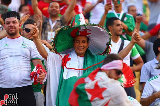 جماهير الجزائر تشعل مدرجات امم افريقيا