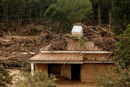 البيوت-غارقة-فى-المياه-بسبب-الفيضانات