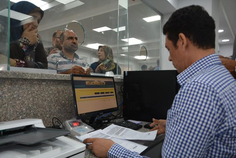 محافظ بورسعيد ونائب وزير الاتصالات يفتتحان مركز التوثيق المطور (2)