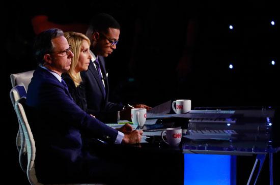 يستمع-مراقبو-سي-إن-إن-جيك-تابر-ودانا-باش-ودون-ليمون-في-الليلة-الثانية-من-النقاش-الثاني-حول-المرشحين-الديمقراطيين-للرئاسة-الأمريكية-عام-2020-في-ديترويت