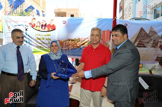 افتتاح-أول-مدرسة-تعمل-بالطاقة-الشمسية-(10)