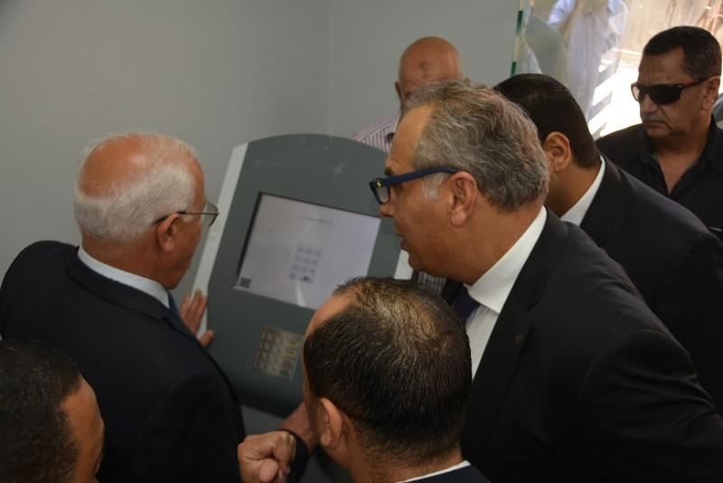محافظ بورسعيد ونائب وزير الاتصالات يفتتحان مركز التوثيق المطور (6)