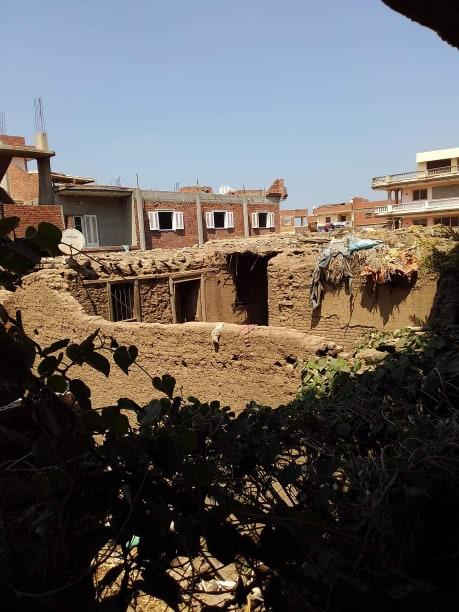إصابة طفل إثر سقوط أجزاء من منزل مجهور عليه بالسنطة (4)