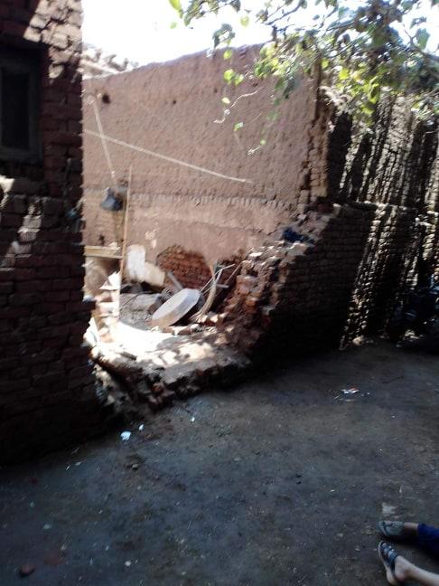 إصابة طفل إثر سقوط أجزاء من منزل مجهور عليه بالسنطة (2)