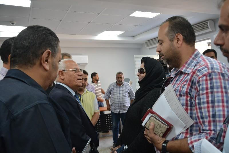 محافظ بورسعيد ونائب وزير الاتصالات يفتتحان مركز التوثيق المطور (7)