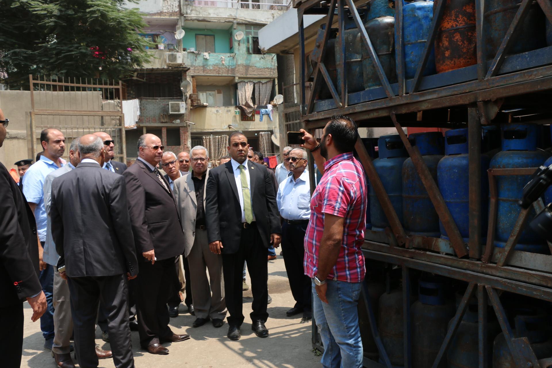 محافظ القاهرة يتفقد مستودع عين الصيرة  (1)