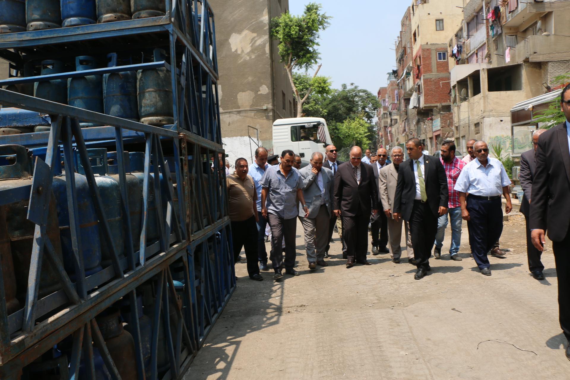 محافظ القاهرة يتفقد مستودع عين الصيرة  (2)
