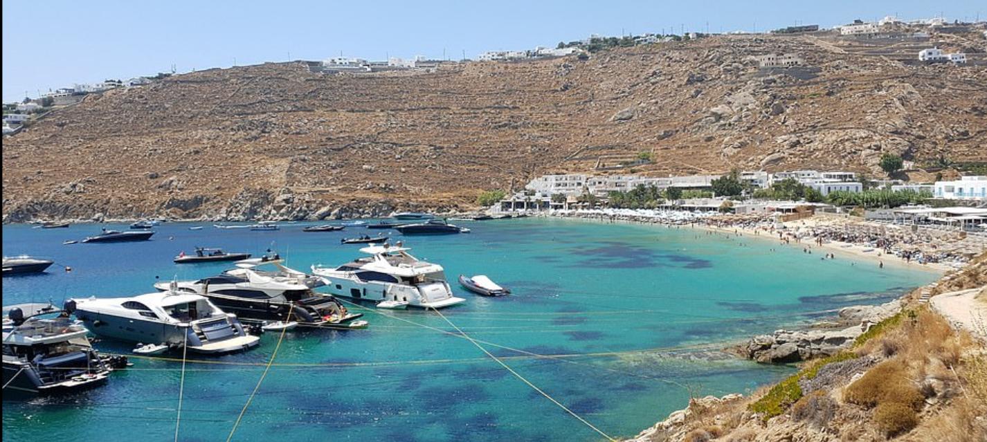 جزيرة ميكونوس اليونانية