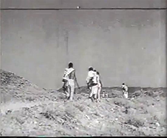 مشاهد نادرة للحج زمان بالصور 32753-الحجاج-يذهبون-للحج-سيرًا-على-الأقدام