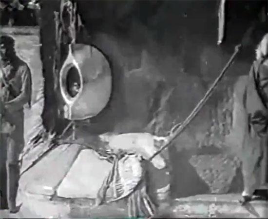 مشاهد نادرة للحج زمان بالصور 36238-الحجر-الأسود