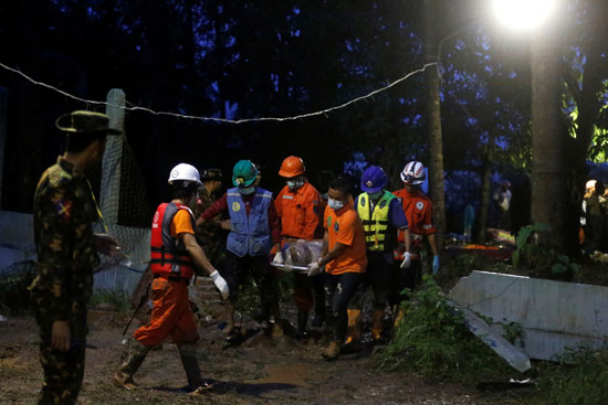 نقل جثمان الانهيار الارضى فى ميانمار