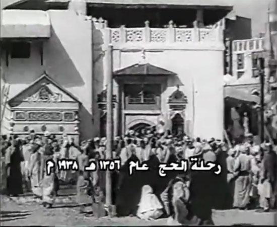 مشاهد نادرة للحج زمان بالصور 51428-الحجاج-يؤدون-مناسك-الحج