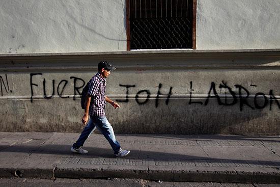 2019-08-10T021546Z_1823995768_RC1A5FF37CE0_RTRMADP_3_HONDURAS-PROTESTS