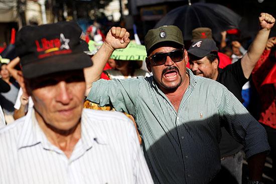 2019-08-10T021842Z_623204214_RC199B027B90_RTRMADP_3_HONDURAS-PROTESTS