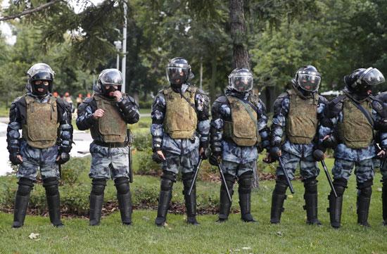 الشرطة تتصدى للمتظاهرات