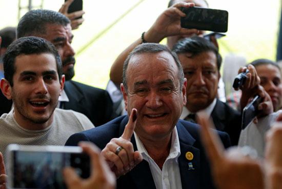 المرشح المحافظ أليخاندرو جياماتى