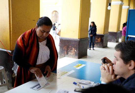 جانب من إدلاء الناخبين بأصواتهم فى الانتخابات