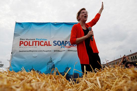 المرشحة الديمقراطية إليزابيث وارن