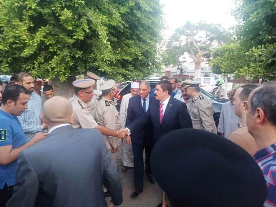محافظ القليوبية ومدير الأمن يؤديان صلاة عيد الأضحى (1)
