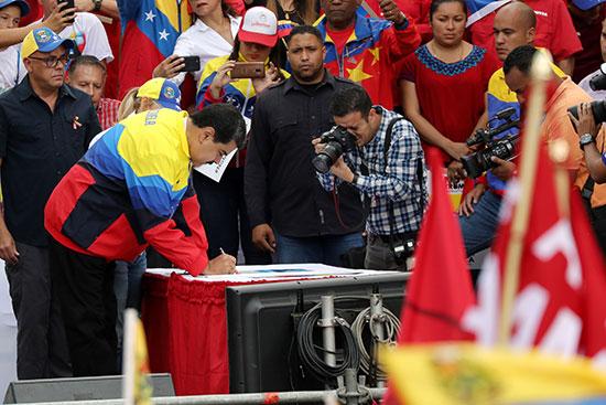 جانب من الحشد بحضور مادورو
