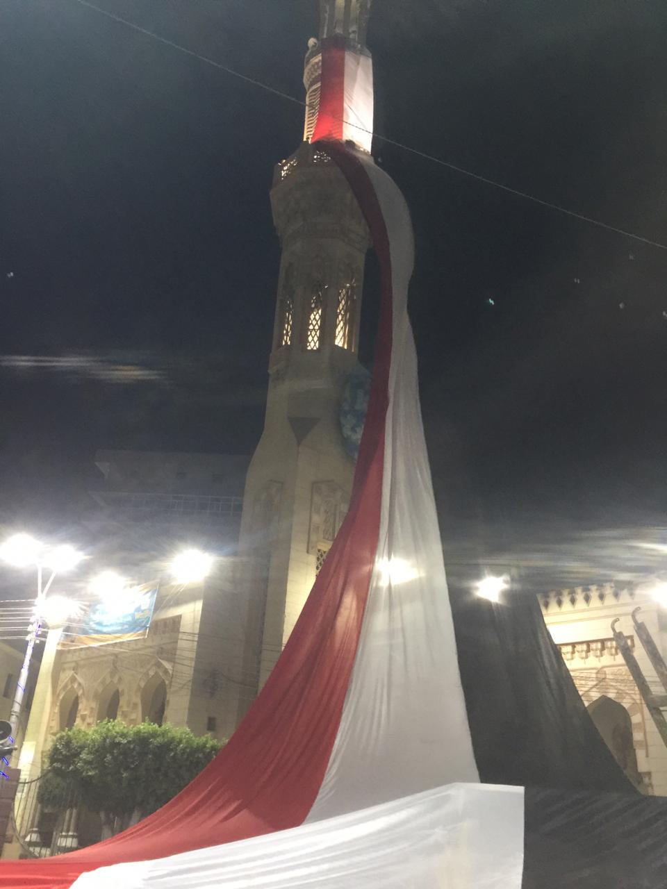 رفع علم مصر ووضع بالونات  أعلى  مسجد عمر بن عبد العزيز (2)