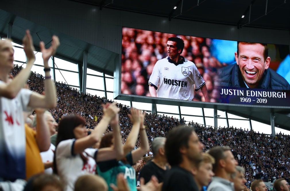 أظهر مشجعو توتنهام احترامهم لـلاعب السابق لجوستين إدنبره الذي توفى مؤخرا