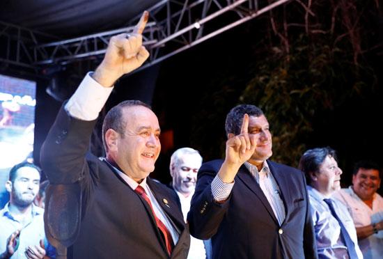 جياماتى يفوز برئاسة جواتيمالا